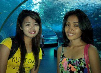 Filipino Girls in the Philippines