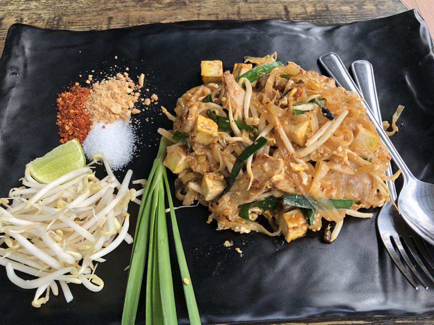 Golden Foyer Hotel - Suvarnabhumi Airport Bangkok - Pad Thai Pork