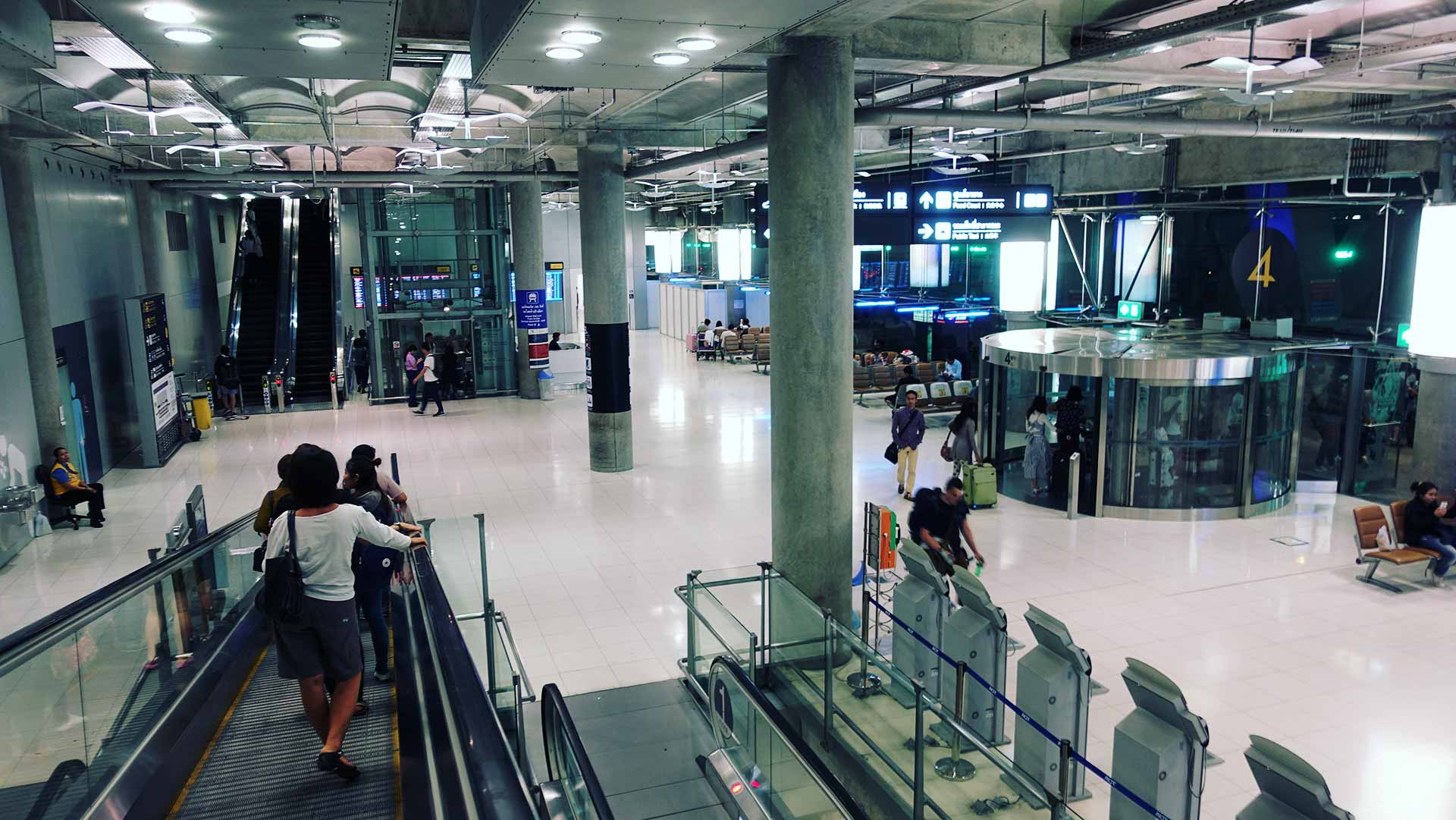 How to Get to Pattaya from Suvarnabhumi Airport for 120 Baht - Go Down to Level 1 and Look for Door 8 - Thailand