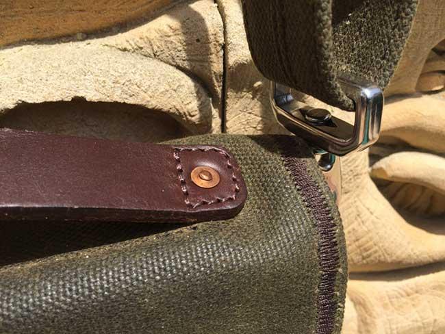 Indiana Gear Bag Saddleback Leather Mountainback Review - Handle