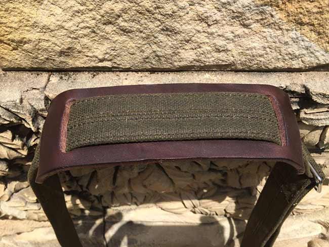 Indiana Gear Bag Saddleback Leather Mountainback Review - Strap Shoulder Pad