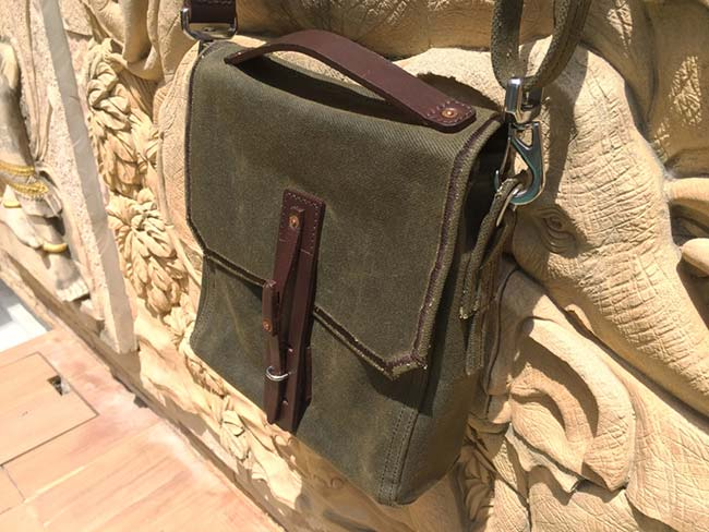 508d059f78 Indiana Gear Bag Saddleback Leather Mountainback Review - View in Sunlight