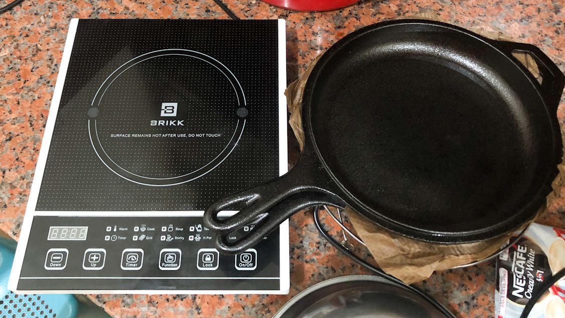 Lodge 3.2 Quart Cast Iron Combo Cooker and the Brikk BI-QE2 Induction Cooker