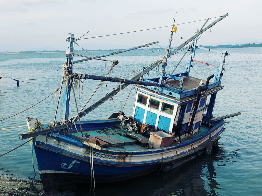 Blue Fishing Boat - Naklua Fishing Pier - Pattaya, Thailand -Sony RX100 V Photography