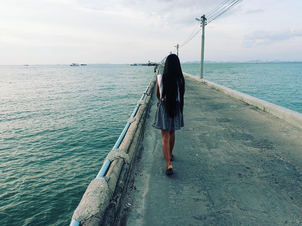Pretty Girl Walking on the Pier - Naklua Fishing Pier - Pattaya, Thailand -Sony RX100 V Photography