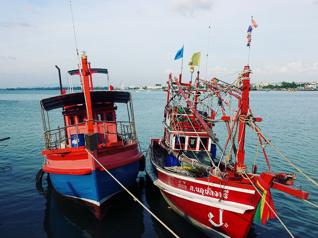 Red & Blue Fishing Boats - Naklua Fishing Pier - Pattaya, Thailand -Sony RX100 V Photography