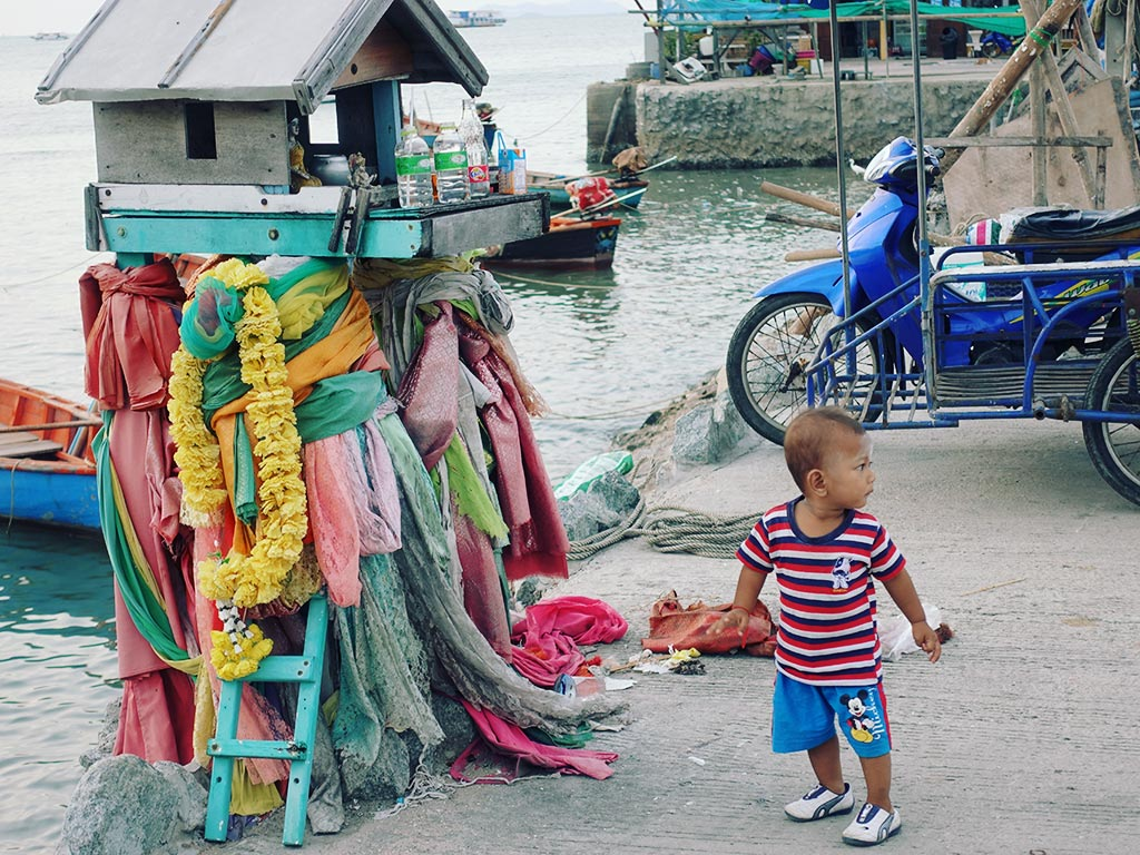 Small Child - Naklua Fishing Pier - Pattaya, Thailand -Sony RX100 V Photography