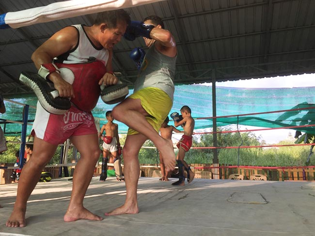 One-Hour Muay Thai Workout Plan for Expats in Thailand - Knee Strikes