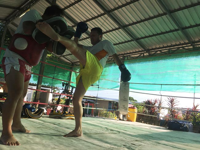 One-Hour Muay Thai Workout Plan for Expats in Thailand - Leg Kicks