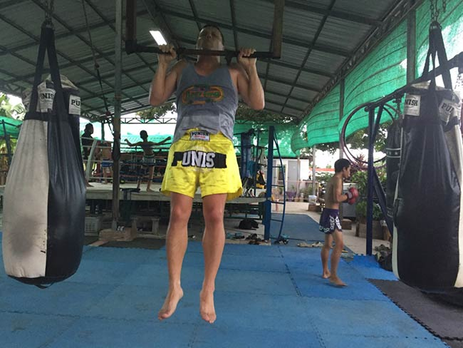 One-Hour Muay Thai Workout Plan for Expats in Thailand - Pull Up Bar