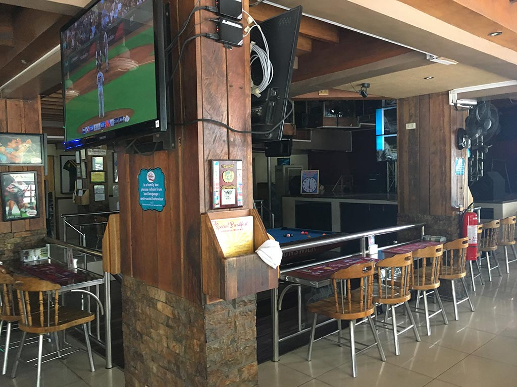Phillies Sports Grill & Bar - Angeles City, Philippines - Dining Room and Pool Table