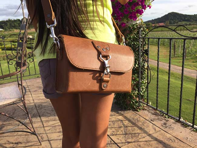 Saddleback Leather Clutch Purse Medium Tobacco Review Women Ladies Outdoors Full Sunlight Cross Body Hip View