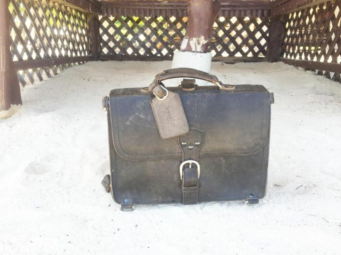 Saddleback Leather Thin Briefcase Travel Photos - Sand in the Philippines