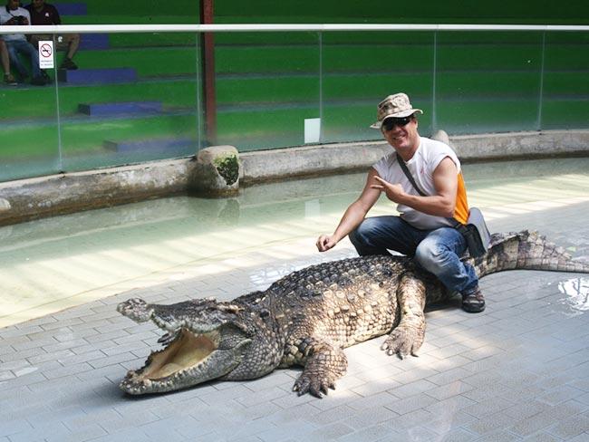 Sriracha Tiger Zoo Thailand - Crocodile Show