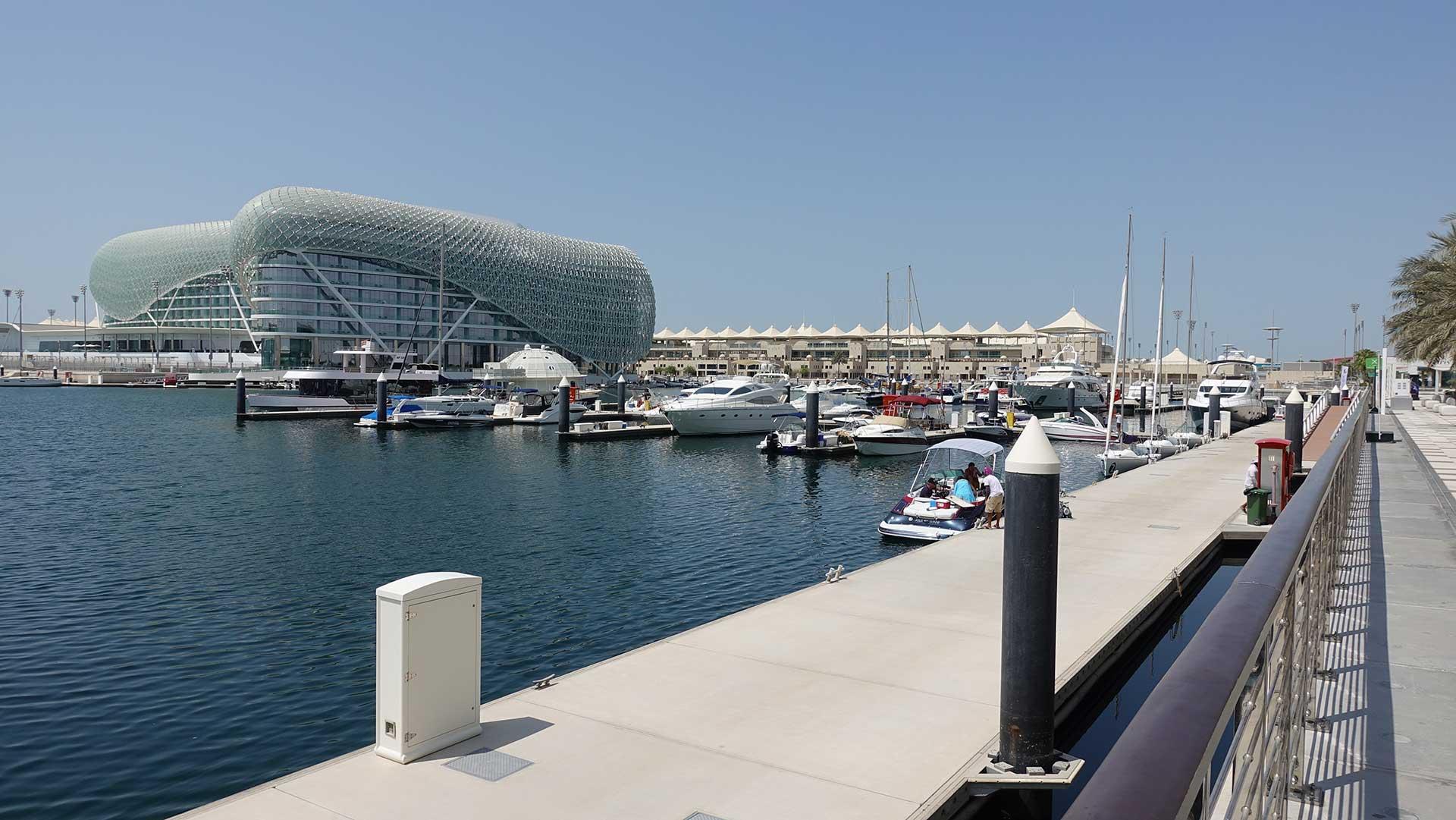 Stars N Bars - Abu Dhabi, UAE - Yas Marina